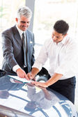 Man signing documents — Stock Photo