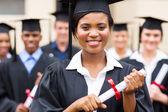 Hochschulabsolventen mit diplom — Stockfoto