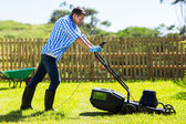 Man mowing lawn in the backyard — Stock Photo