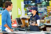 Man paying in hardware store — Stock Photo