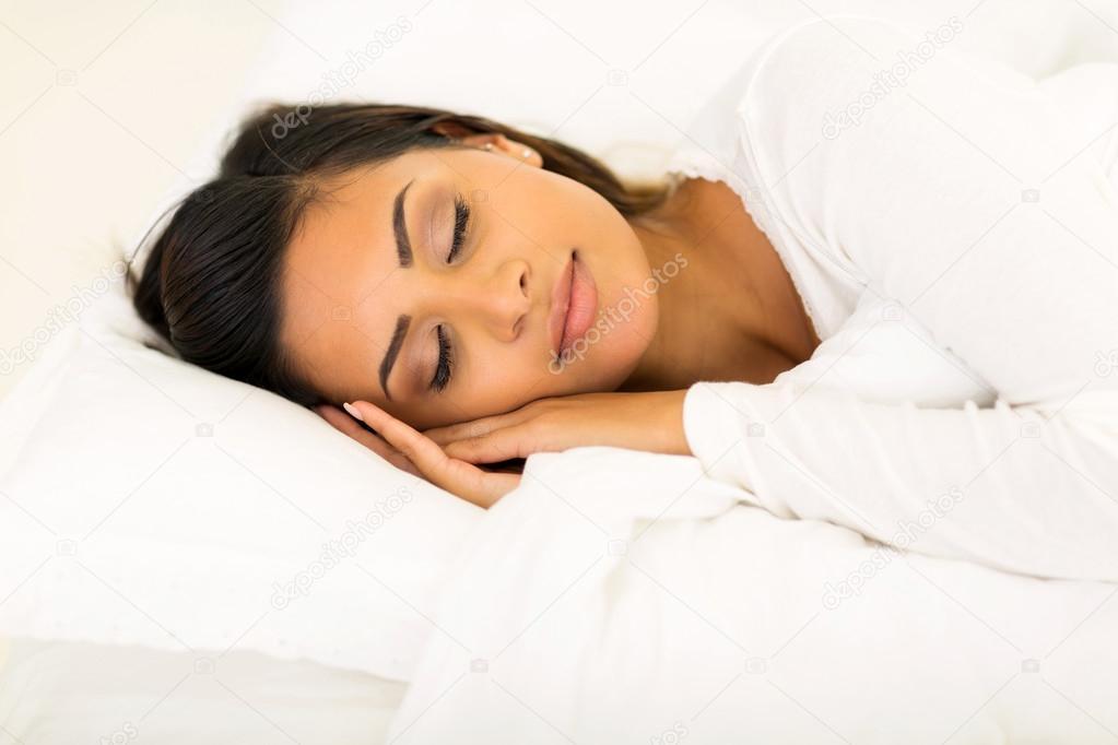 外国小孩睡觉可爱图片