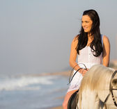 Young woman riding horse — Stock Photo
