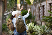 Tourists sightseeing — Stock Photo