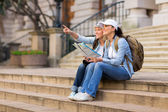 Tourists sightseeing city with map — Stok fotoğraf