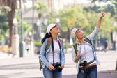 Friends on vacation sightseeing — Stock Photo