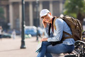 Young tourist sitting outdoors — Stock Photo