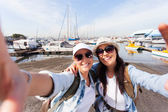 Two travelers taking selfie — Stock Photo