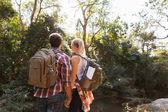 Young couple hiking outdoors — Stock Photo