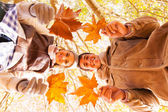 Young couple holding leaves — Foto de Stock