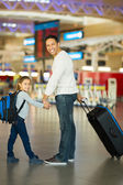 Father and daughter with luggage — Stock Photo