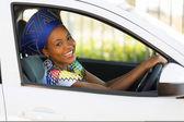 африканская женщина за рулем — Стоковое фото