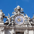 Clock On The Top Of St. Peter's Basilica — Stock Photo