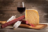 Italiaanse kaas en salami — Stockfoto