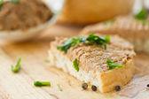 Karaciğer pate ile ekmek — Stok fotoğraf