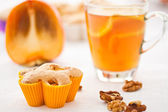 Muffins with slices of persimmon — Stock Photo