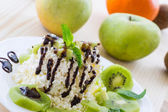 Milk cheese with kiwi — Stock Photo