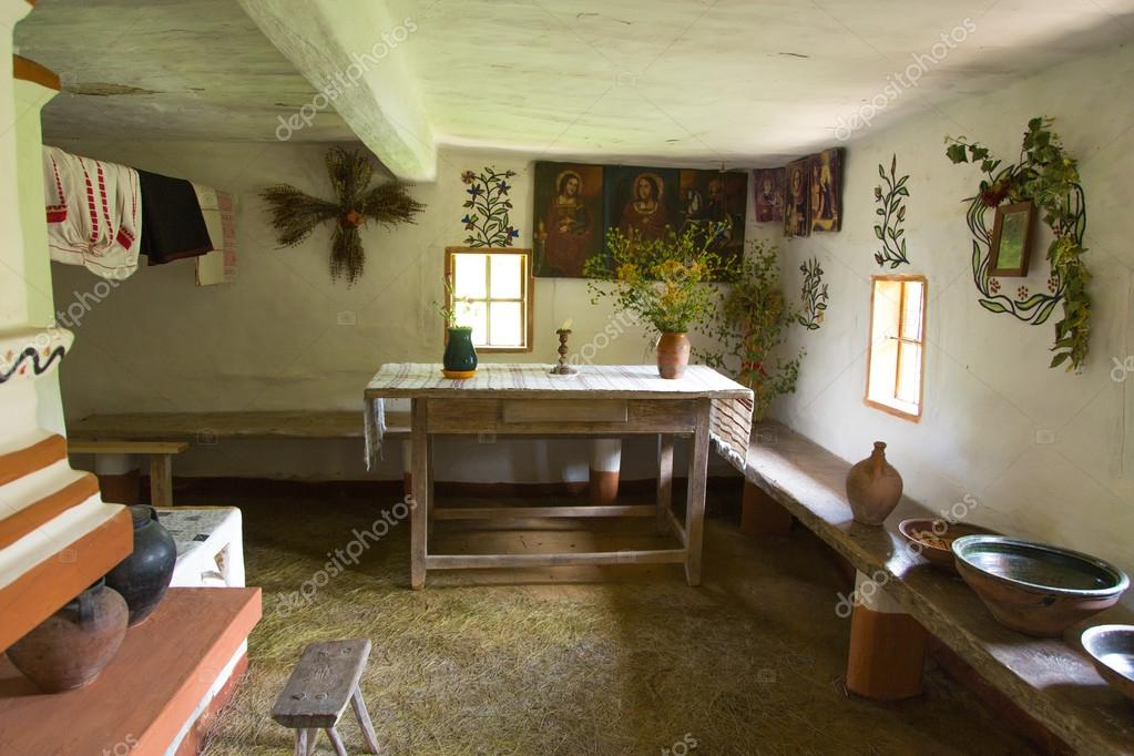 Int rieur de la vieille maison de campagne ukrainienne for Interieur maison de campagne
