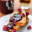 Toast with raspberry jam — Foto de Stock   #32952569