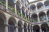 Italian courtyard in Lviv, Ukraine — Stock Photo