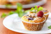 Cheese Muffins with berries — Stock Photo