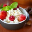 Cottage cheese with fruit and nuts — Stok fotoğraf
