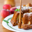 Apple and honey cake — Stock Photo