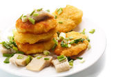 Potato pancakes with herring and onion — Stockfoto