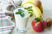 Sweet fruit smoothie — 图库照片
