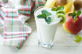 Sweet fruit smoothie — Stock Photo