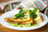 Pancakes with kiwi — Stock Photo