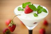 ミルクとイチゴのゼリー — ストック写真