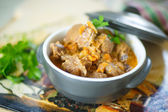 Chicken gizzards stewed with vegetables — Stock Photo