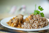 Buckwheat cooked with stewed chicken gizzards — Stock Photo