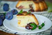 пирог со сливами — Стоковое фото