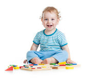 Niño feliz jugando juguetes educativos aislados en blanco — Foto de Stock