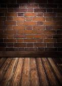Sala vintage con pared de ladrillo y piso de madera dura — Foto de Stock