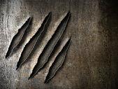 Marcas de rasguños garras sobre una placa metálica oxidada — Foto de Stock