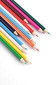 Färgglada pennor på en vit bakgrund närbild — Stockfoto
