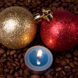 Burning candle and coffee beans — Stock fotografie