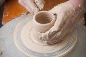 Händerna på en potter — Stockfoto