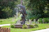 Dolphin staty fontän — Stockfoto