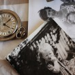 Antique pocket watches and old photos. Focus on the clock — Stock Photo