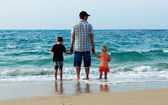 father with son and daughter on vacation at sea — 图库照片