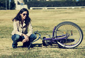 Woman with retro bicycle in a park — Stock Photo