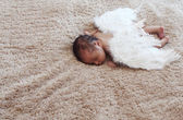 Little naked newborn baby sleeping with angel wings — 图库照片