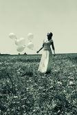 Kadın holding balonlar — Stok fotoğraf