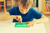 6 years old boy drawing — Stock fotografie