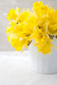 Bouquet of yellow narcissus on the table — Stock Photo