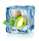Ice cube and kiwi — Stock Photo