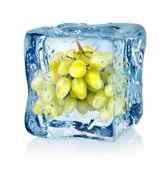 Ice cube and green grapes — Stock Photo